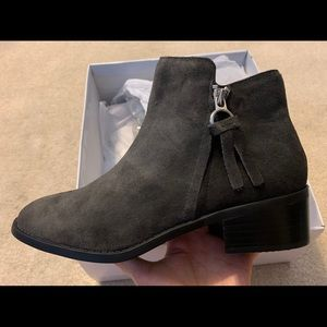 🔴NWT Steve Madden Genuine Suede Gray Ankle Boot